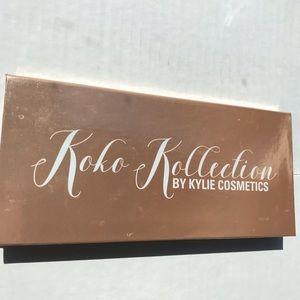 Kylie Cosmetics Makeup - Koko Kollectuon Kylie pressed powder palette